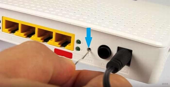 Как сбросить Wi-Fi роутер до заводских настроек: два способа