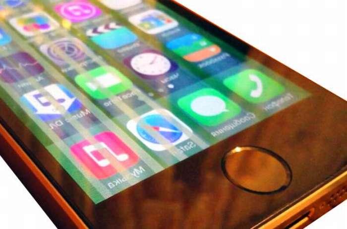 Полосы на экране Айфона